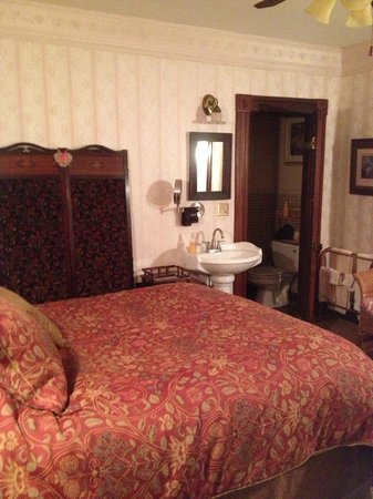 Allen House Victorian Inn: Oscar Wilde Peach room