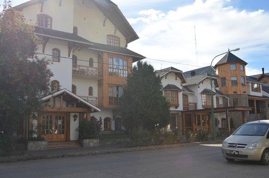 Le Village: frente del hotel