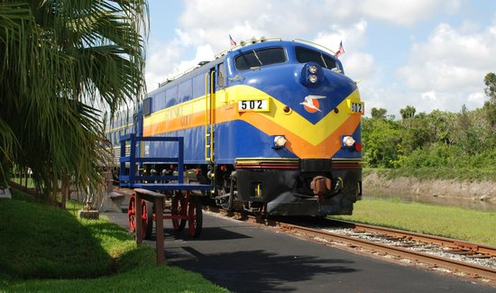 Fort Myers, FL: Our lead F-Unit at the Colonial Station