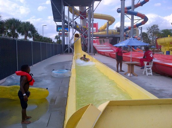 Coco Key Hotel and Water Park Resort: Water Slide
