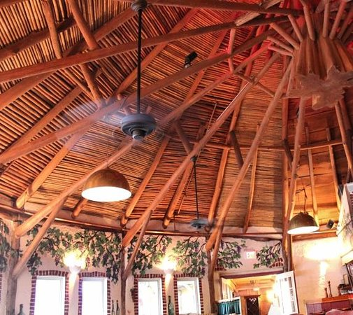 Pandora's of Grayton Beach: Vaulted ceiling in the Round Room
