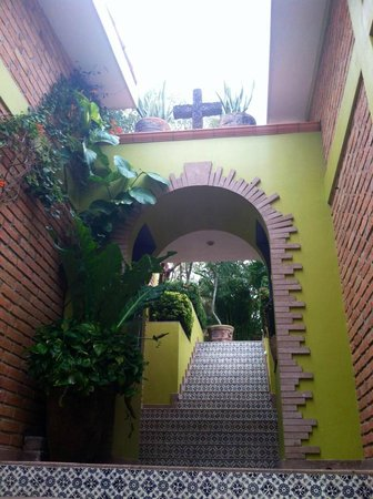 Hacienda de la Costa: Beautiful tiled stairway to La Vista.