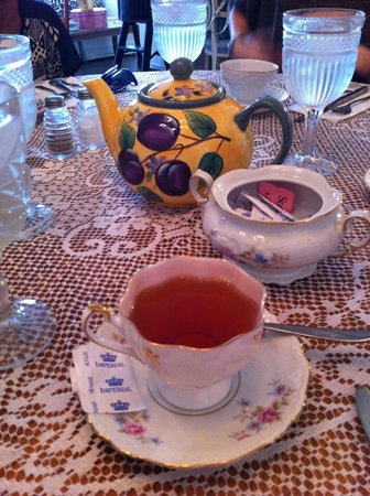Teapots and Treasures Cafe