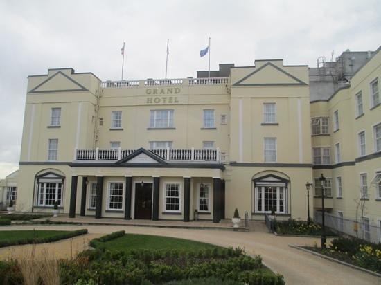 Grand Hotel Malahide: outside