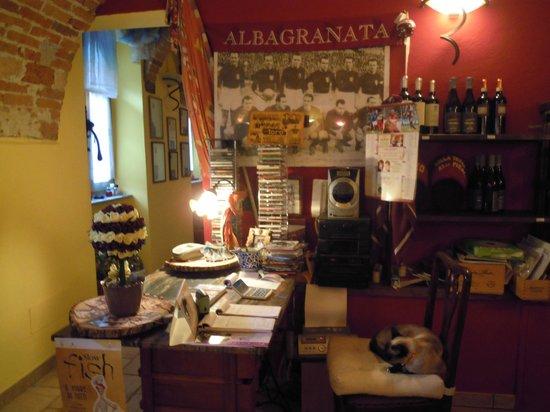 Corneliano d'Alba, Italien: l'interno