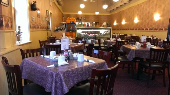 The Golden Hen Cafe: Nicely restored and roomy dining area
