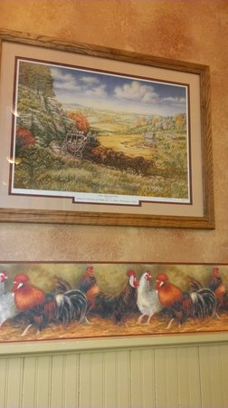 The Golden Hen Cafe: Wall decorations