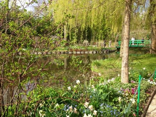 Marie et Gilbert Therin B&B : giverny. not in book at end of April.