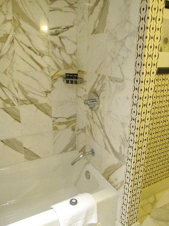 Kimpton Hotel Monaco Alexandria: Monaco Alexandria - bathroom