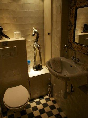 Aemstelhuys Bed & Breakfast: Il bagno della camera nel seminterrato