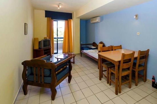 Jason Apartments Hotel : pokój dzienny, jadalnia
