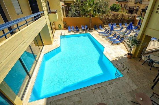 Jason Apartments Hotel : basen