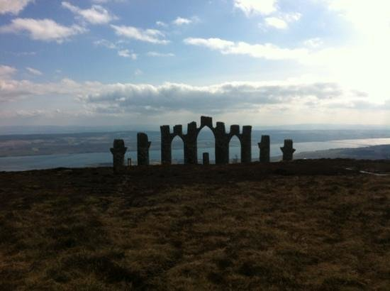 Fyrish Monument: Apr 2013