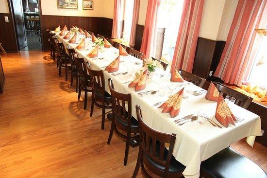 Hotel - Restaurant Cafe Rheingold: Raum Gunther ein wunderschöner Raum mit blick auf den Rhein für ca. 20 Personen.