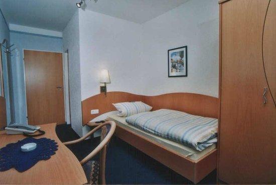 Hotel - Restaurant Cafe Rheingold: Unsere Einzelzimmer mit WLAN,TV,Dusche und WC.