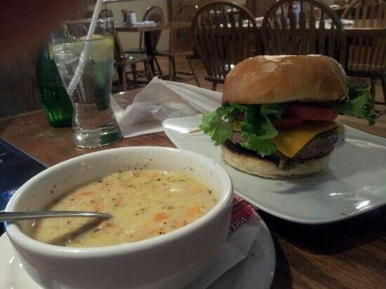 West Street Willy's Eatery : American burger & seafood chowder