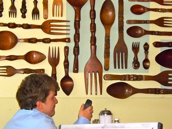 Bonnie Lu's Country Cafe: Wooden spoons make colorful decoration. (Check your e-mail.)