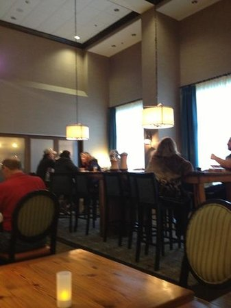 Hampton Inn & Suites Swansboro / near Camp Lejeune at Bear Creek Gate : lobby lounge
