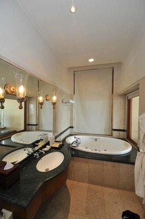 fen tre de la salle de bain store relev oceanic suite