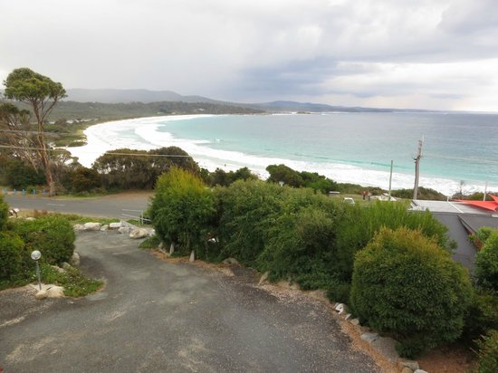 Bay of Fires Character Cottages: Beach view