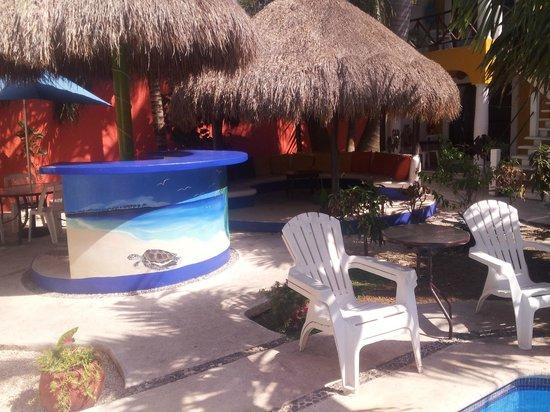 El Acuario Hotel: Bar area near the pool