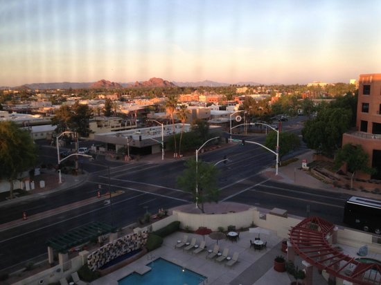 Hilton Garden Inn Scottsdale Old Town: View from 7th floor room in morning
