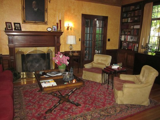 Sobotta Manor Bed & Breakfast: Living Room