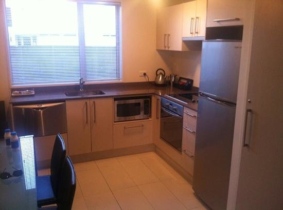 Salerno Motel Apartments: kitchen 2 bed apartment