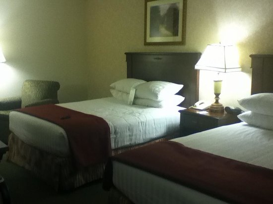 Drury Inn St. Louis Airport: 2 queen room