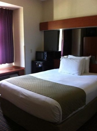 Holiday Inn Express Hotel & Suites Tavares: clean rooms.