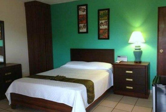 Combate Beach Resort: room 15
