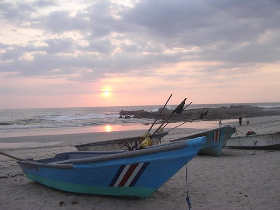 KayaSol Surf Hotel: Sunset at Olga's, a 20 minute walk away at Playa Pelada