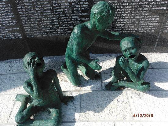 Holocaust Memorial: nice sculptures