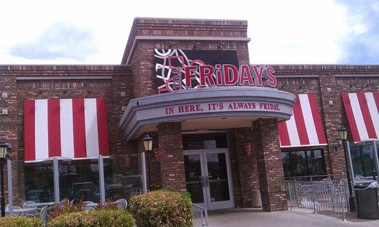 TGI Friday's: Exterior