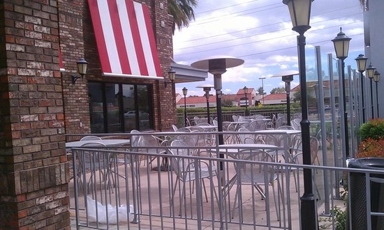 TGI Friday's: Outdoor Seating