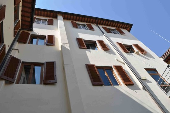 Hostel Archi Rossi: Oriental style construction, Airy windows