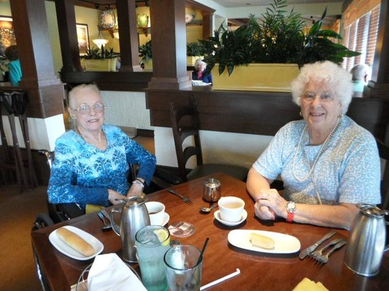Foto De Olive Garden Fort Lauderdale Our Waiter And His Helper Tripadvisor