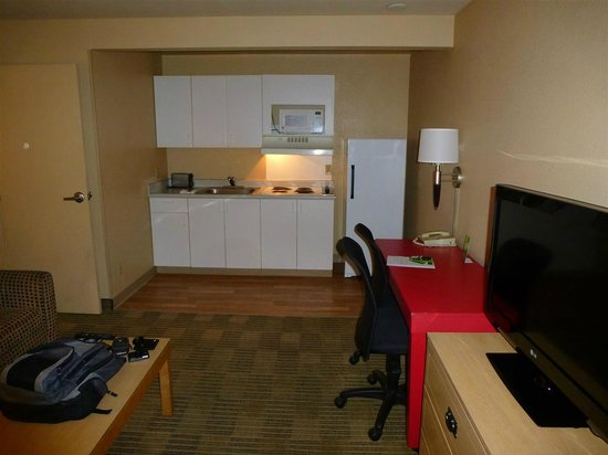 Extended Stay America - Las Vegas - Valley View: Computer desk/kitchen