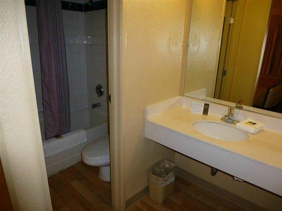 Extended Stay America - Las Vegas - Valley View: Bathroom/sink