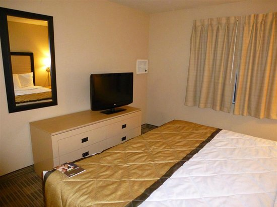 Extended Stay America - Las Vegas - Valley View: Bedroom tv