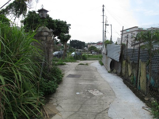 Lung Yeuk Tau Heritage Trail: One section of the walk, but this is as bad as it gets