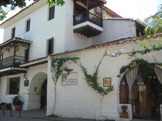 Hotel Mariscal Robledo: mirada desde el exterior