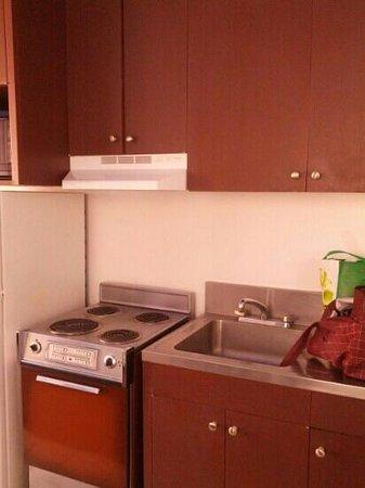 Holiday Surf Hotel : 506 kitchen