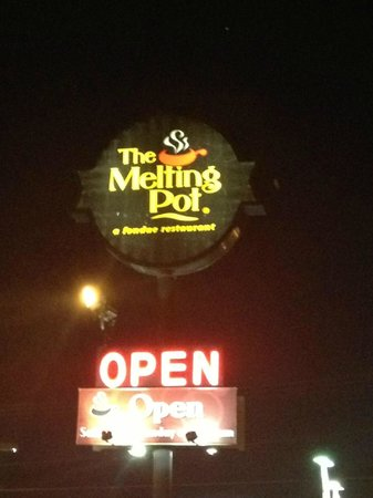 Melting Pot Appleton sign
