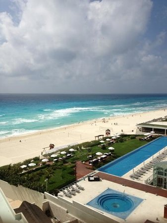 ME Cancun: side room view!