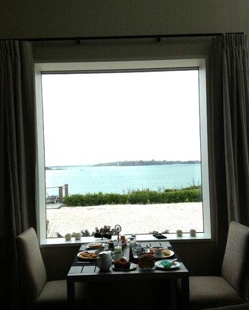 Hei Matau Lodge: Breakfast view