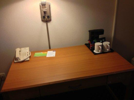 Courtyard Kansas City Overland Park/Convention Center: Coffee Service on Desk
