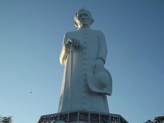 Padim Cico Statue