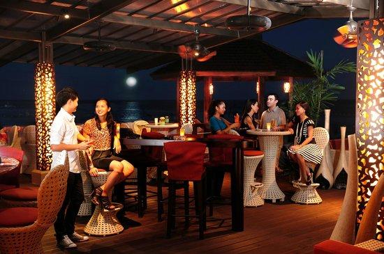 Cowrie Cove at Shangri-La's Mactan Resort & Spa: Waves Bar