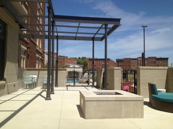 SpringHill Suites Huntsville West/Research Park: Fire pit and pool